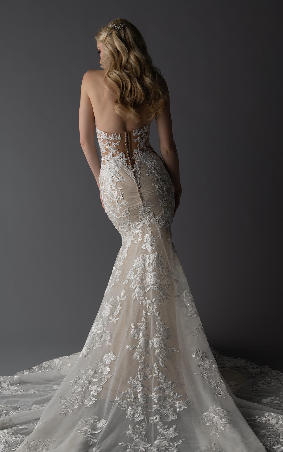 Brautkleid Spitze tiefer Rückenausschnitt